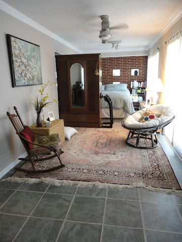 Studio apt. w/private entrance - Durham - Casa