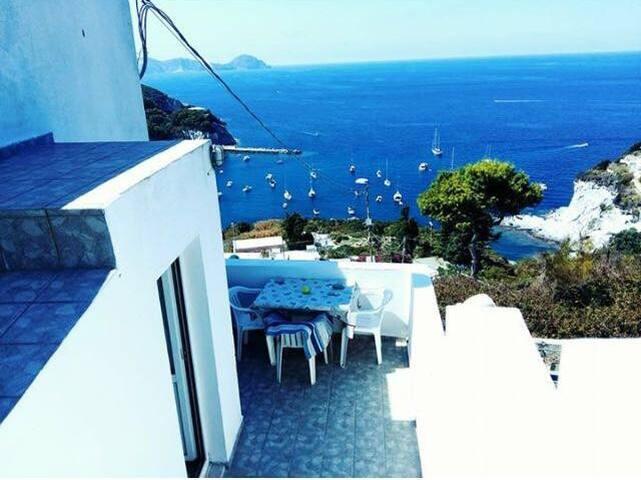 Casa indipendente con meravigliosa vista sul mare
