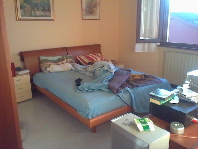 zimmer mit balkon + eigene privat b - massae cozzile - Apartment