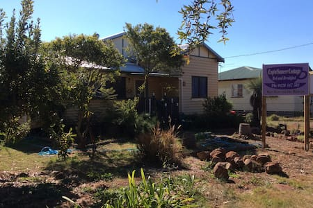 Quirky cottage near the Bunya Mountains