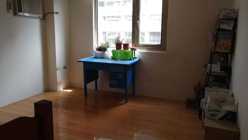An apartment with a rooms near the MRT - Da'an District - Appartement