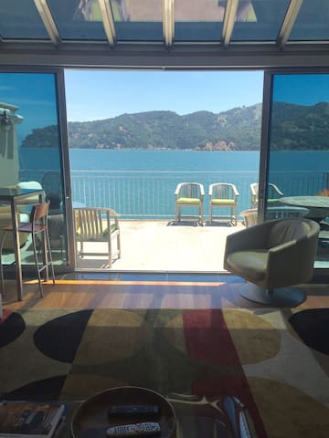 Modern Home on bay with Golden Gate Bridge views! - Belvedere Tiburon - House