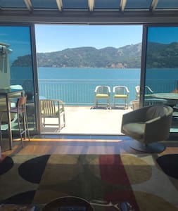 Modern Home on bay with Golden Gate Bridge views! - Belvedere Tiburon