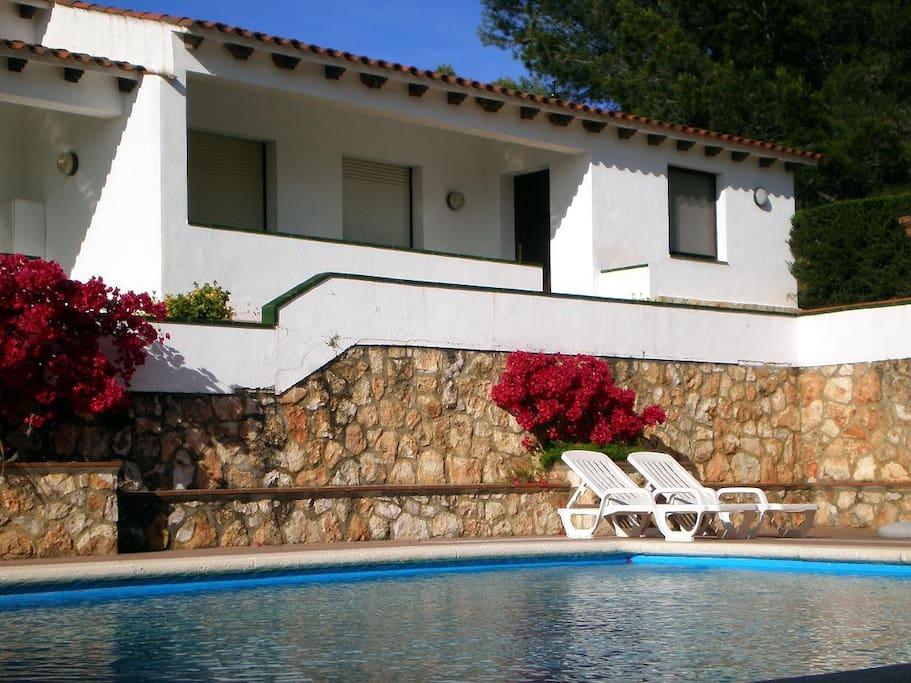 Vacaciones con piscina apartamentos en alquiler en for Apartamentos en madrid con piscina
