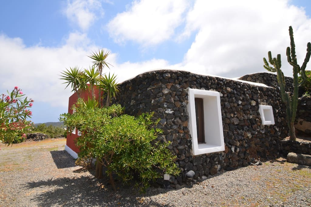 Residence Bugeber-Nika's - Houses for Rent in Pantelleria, Sicily, Italy