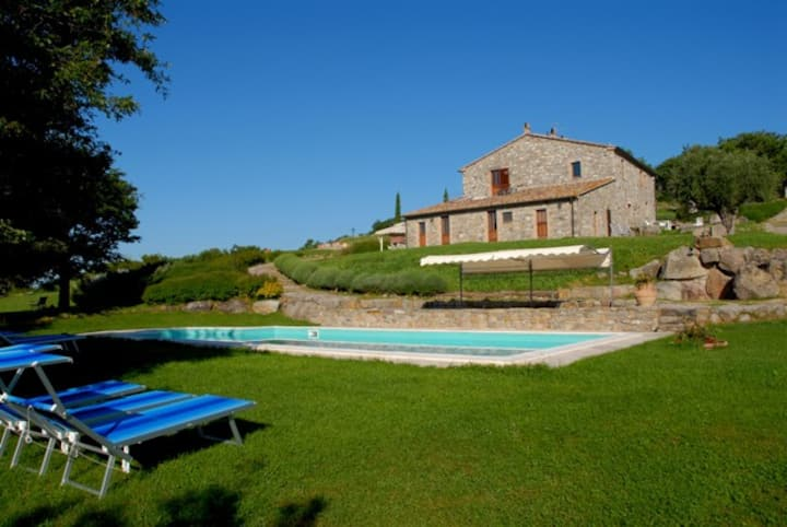 Apartment in old farmhouse with pool. Val d'Orcia