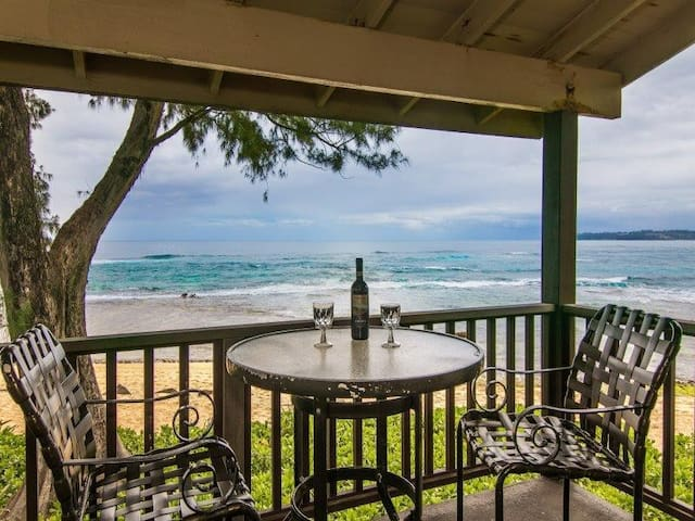 Hanalei Colony Resort F3-Premium oceanfront unit, only 10 steps from the sand!