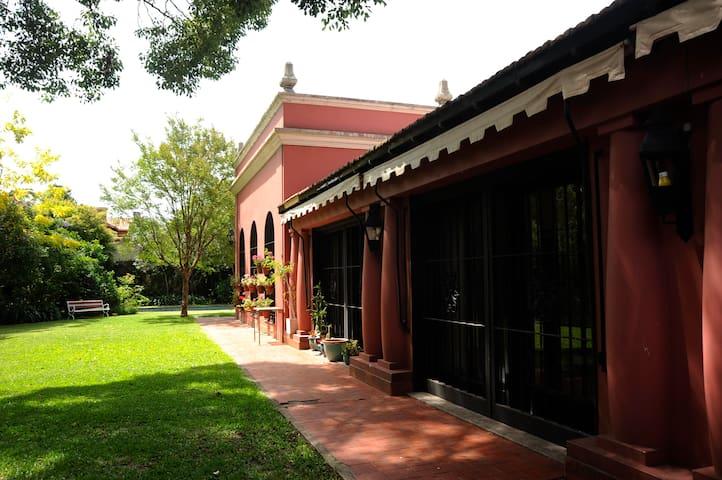 Casa de familia. Alojamiento en el 1er Piso - Martínez - Casa