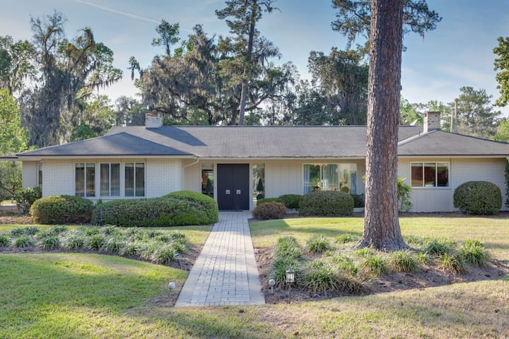 Creekside Home on Three Acres close to UF