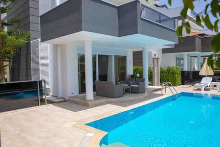 Sunrise hill villa with private pool