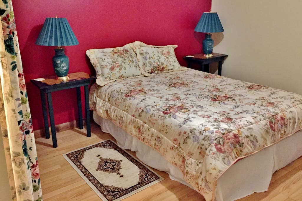 Very large bedroom, queen size bed. With walk in closet. All bedding are provided