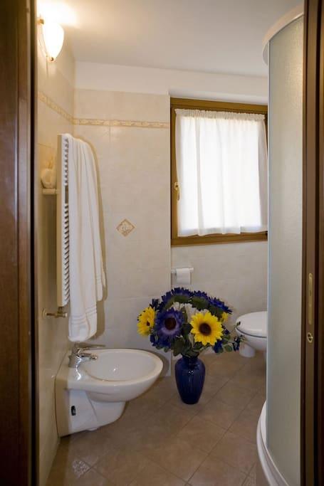 B b la cascata double room a nesso lombardia italia - Bagno italia giuliana ...