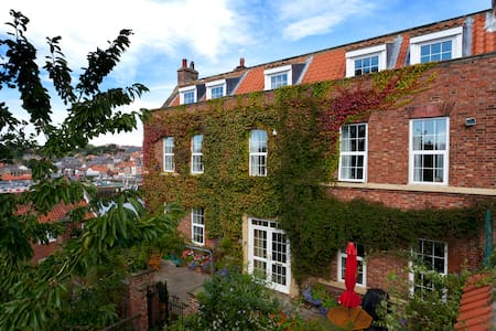 Whitby 2 Bed In Manor House Attic - Whitby