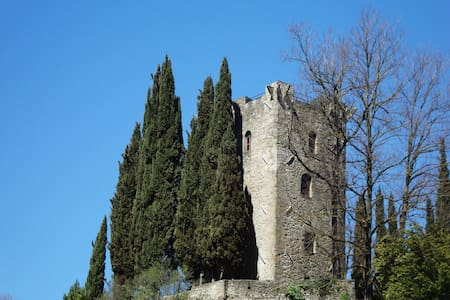 The Romantic Dante's Tower   - Verrucola - Castle