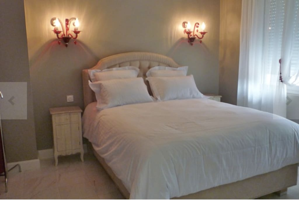 Chambre d 39 h te de standing 8pers bed breakfasts for for Chambres hote royan