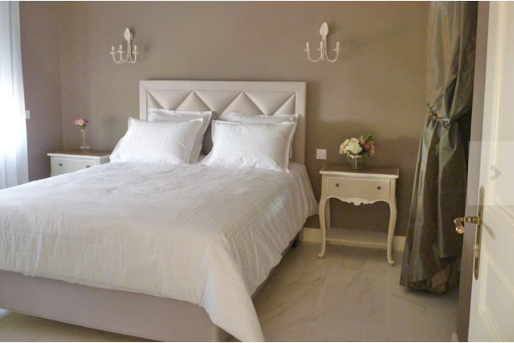 Chambre d 39 h te de standing 8pers bed breakfasts for for Chambre hote royan