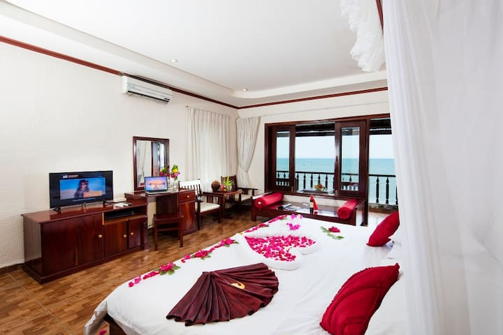 Oceanfront Villa at Phan Thiet!