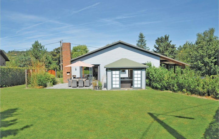 Stunning home in Somme-Leuze with Sauna, WiFi and 4 Bedrooms