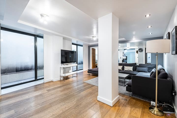 Luxurious Four Bedroom Apartment Bank