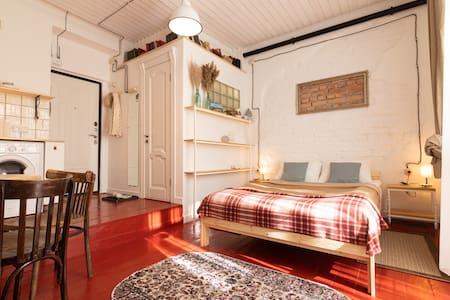 ❤️ tiny studio in old building - 1938