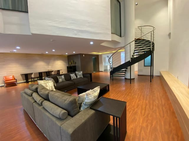 Furnished 3 bedroom duplex 5 min from airport
