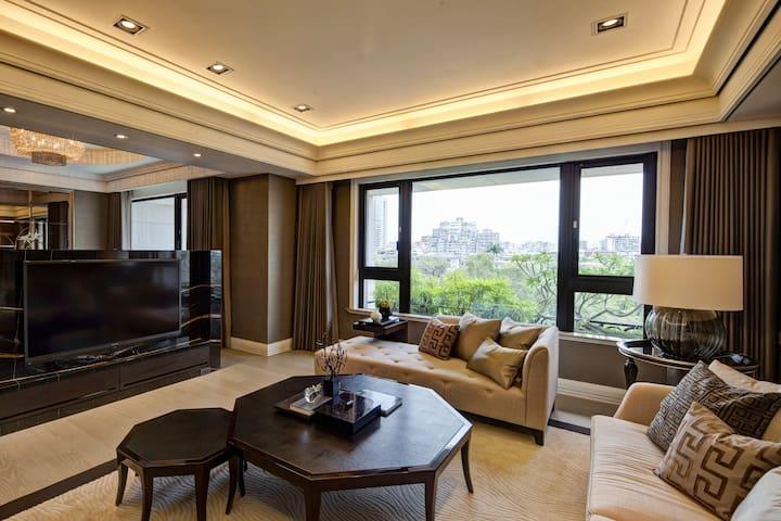 Superior family service apartment ( 180㎡)