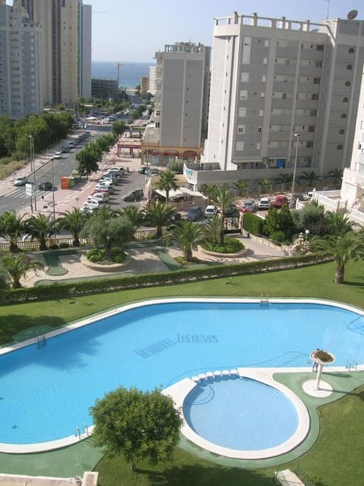 Vista dalla veranda sulla piscina
