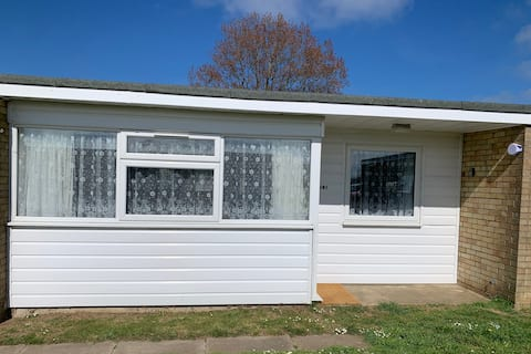 South Facing Chalet 5 mins to Beach & Near Broads