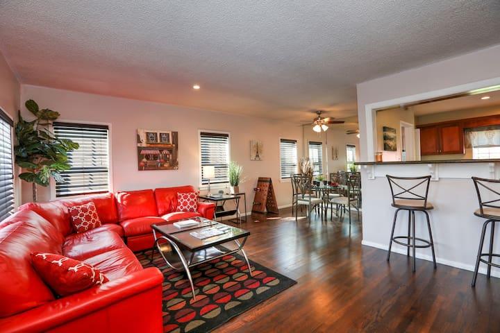 Roomy, Remodeled Los Angeles House - Hawthorne - Rumah