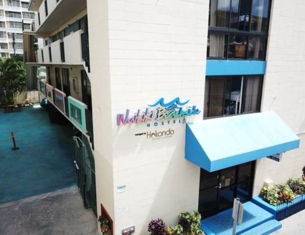Semi-Private Bedroom, #1 Hostel in Waikiki, steps to Waikiki Beach, free WiFi near Diamond Head