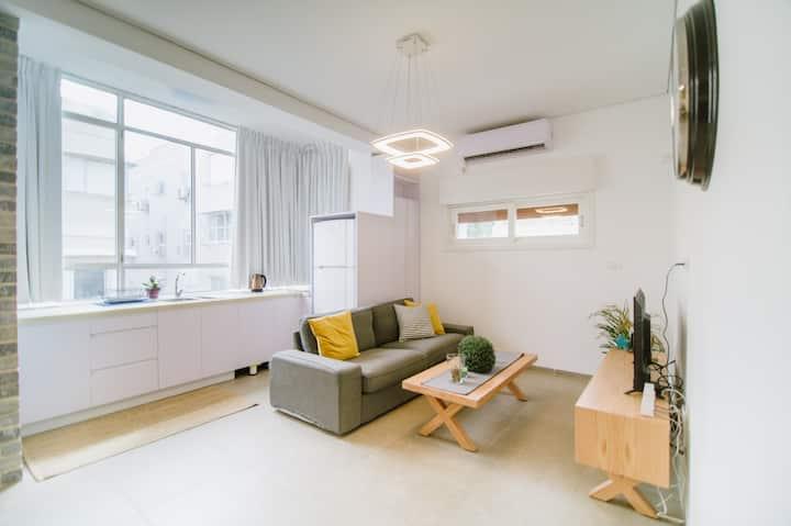 AMAZING Luxurious 2BR Apartment !!
