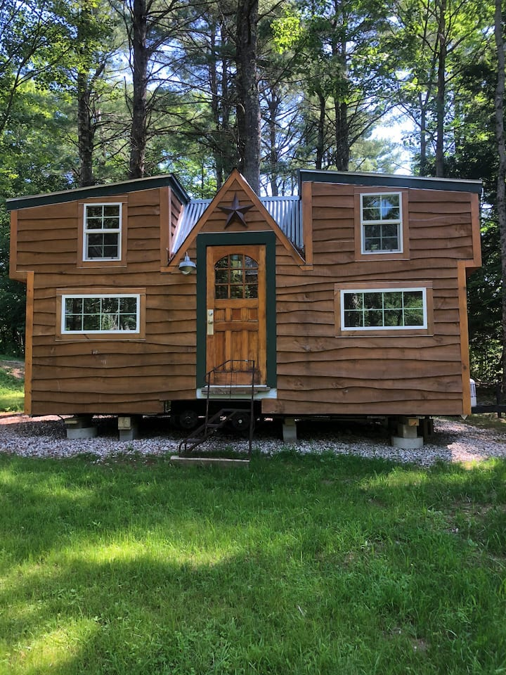 Tiny Home in a private, wooded lot