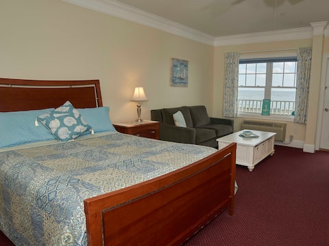 ATLANTIC BREEZE SUITES - OCEANFRONT QUEEN STUDIO