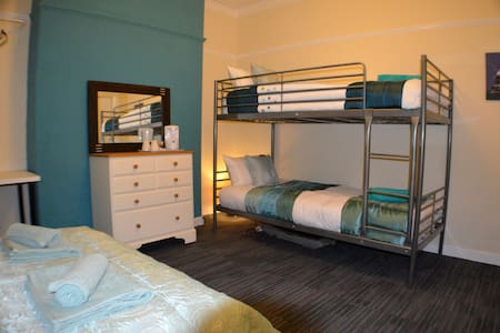 Cozy Private Room in Birchfields Guest House - Manchester