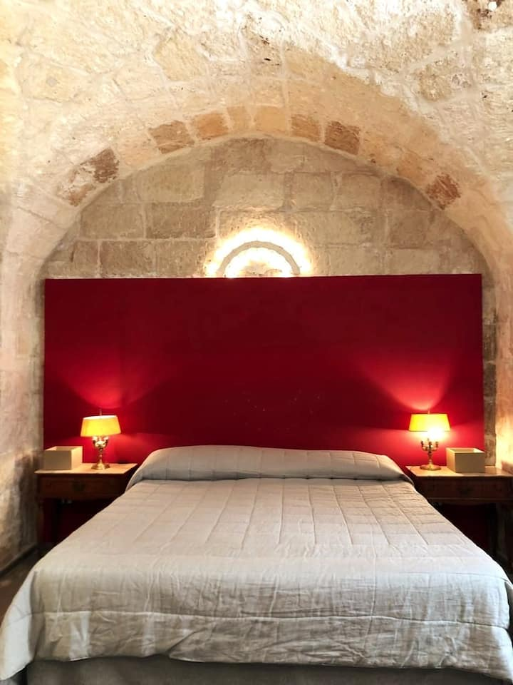 Romantic suite in the heart of Lecce-By 4 Balconi