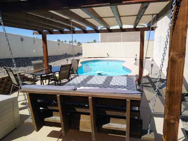 Lake havasu home, solar heated pool boat parking