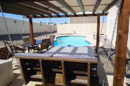Lake havasu home, solar heated pool boat parking