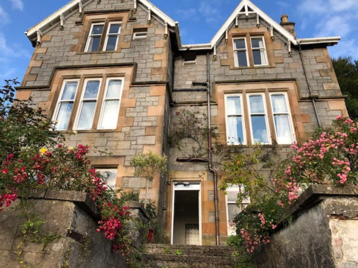 Victorian Oban flat with sea view & garden terrace