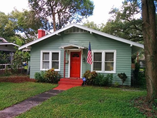 Clean & Sanitized Cozy Home To Yourself in Sanford/Orlando - Sleeps 9