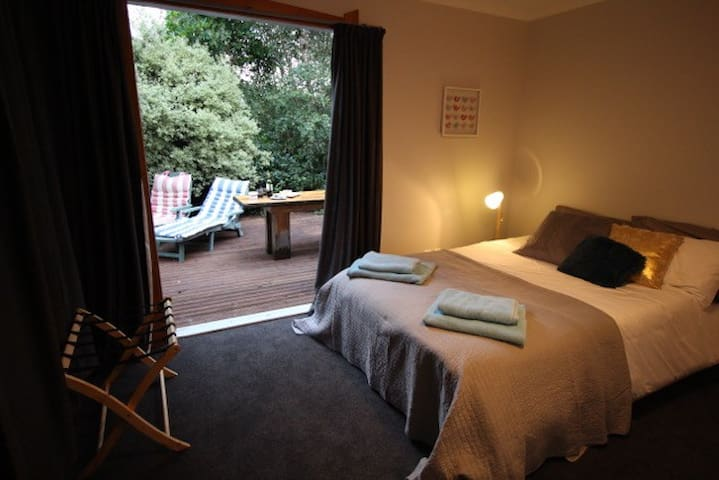 Beautiful room with a warm 'Kapiti coast' welcome - Otaki - Huis