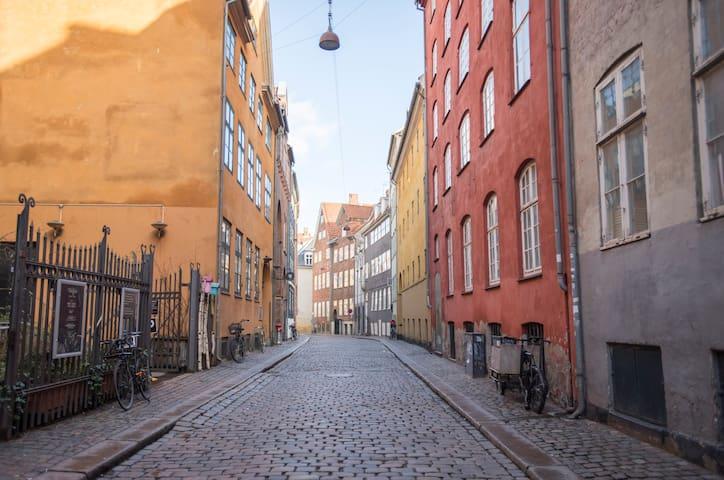 Romantic Apartment at Iconic Street