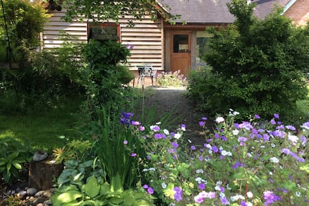 Hollysbarn, lovely attached self-catering cottage - Hopesay