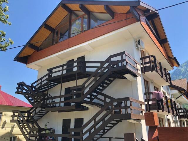 Двухуровневая квартира в центре Красной Поляны