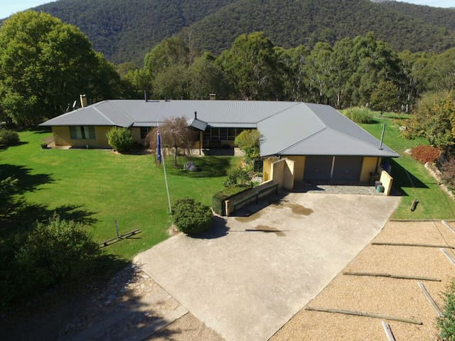 Stone Hedge - country house near Oberon