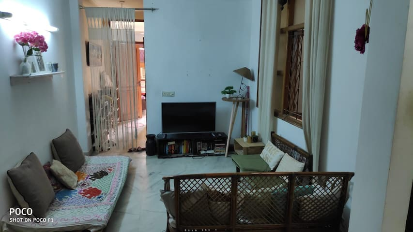 Dandelion Home ~ Comfy Homestay | South Delhi