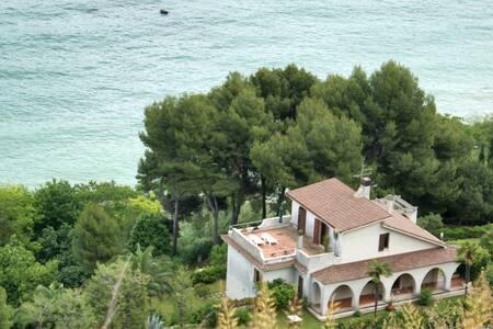 Villa con parco davanti al Mare - Pedaso - Huvila