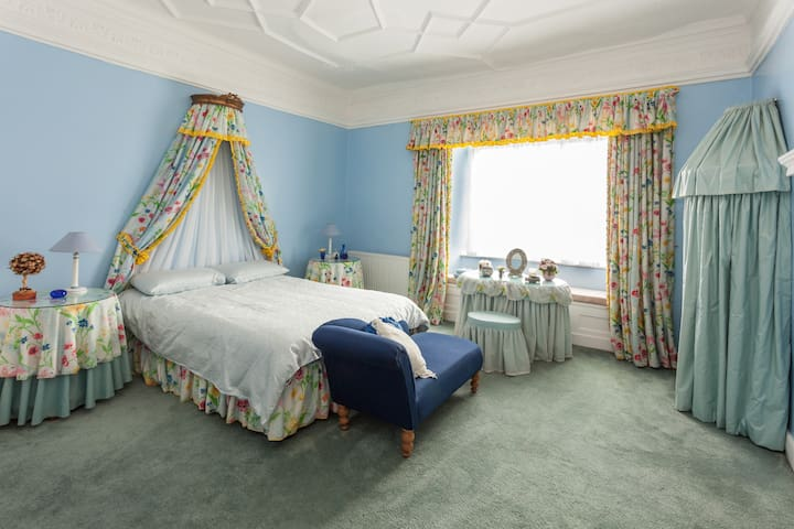 The Blue Room at Park Farm House - Cannington - Bed & Breakfast