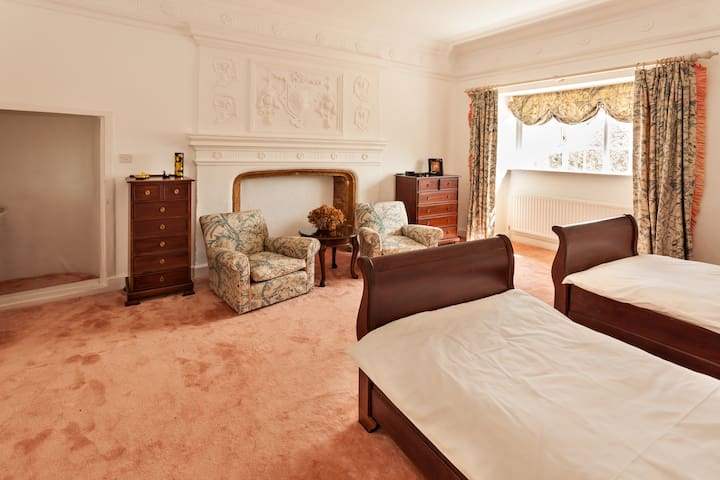 The Coral Room at Park Farm House - Cannington