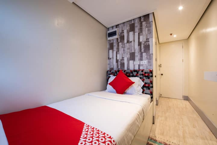 Saver Single Room In Sunset View Ridge Residences