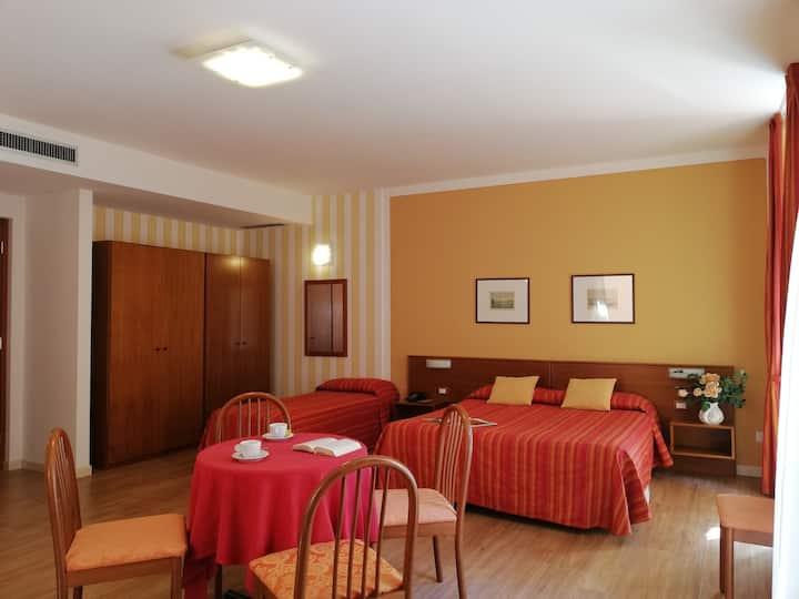 Isola Pescatori family Room